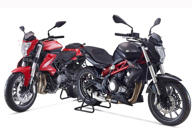 2017 Benelli Tornado TNT300 (on right)