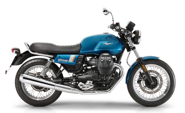 Styled after the 1975 V750 S3, the 2017 V7 III Special has the familiar stripe on the side panels that complement the matching horizontal bands on the tank. The spoked wheels have polished channels and black hubs, a seat with old-school stitching, and fork stanchion protectors instead of gaiters.