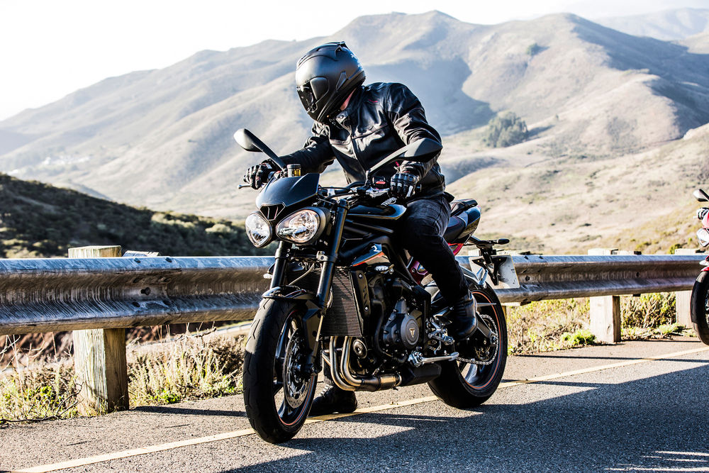 The 2017 Street Triple features an all-new 765cc engine derived from the celebrated Triumph Daytona