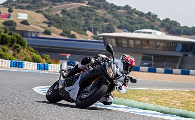 Triumph-Daytona-675R-Track_feature